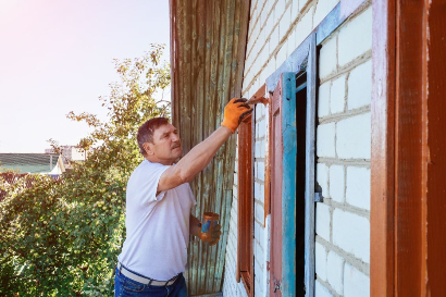 Painting and Restoring Exterior Residential House Siding in Tallahassee Florida
